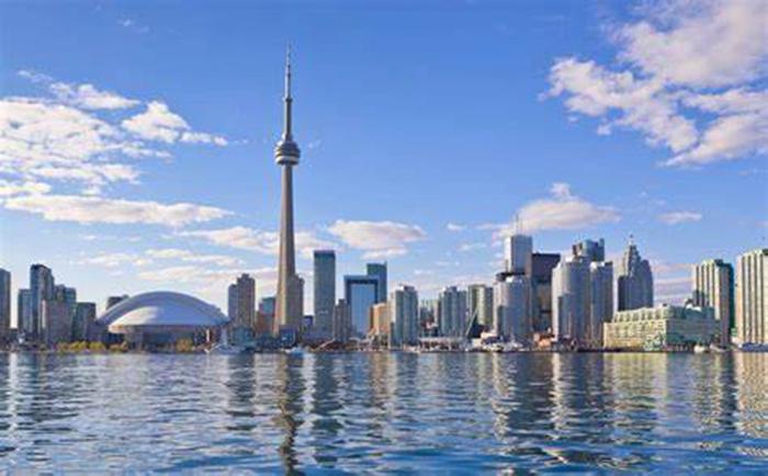 移民加拿大养娃费用全免!这么好的福利如何获得?