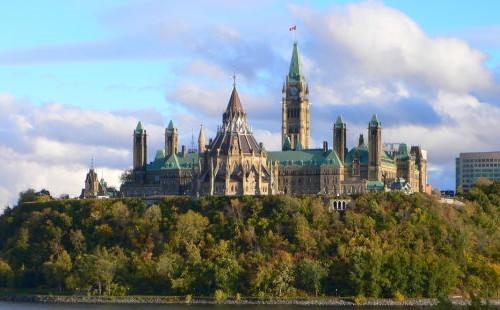 加拿大新移民终于有答案了,坐移民监还是入籍