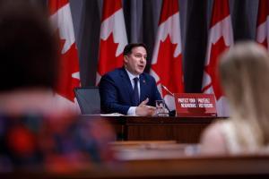 2021年加拿大一季度发出枫叶卡数量,移民配额增长2.4倍